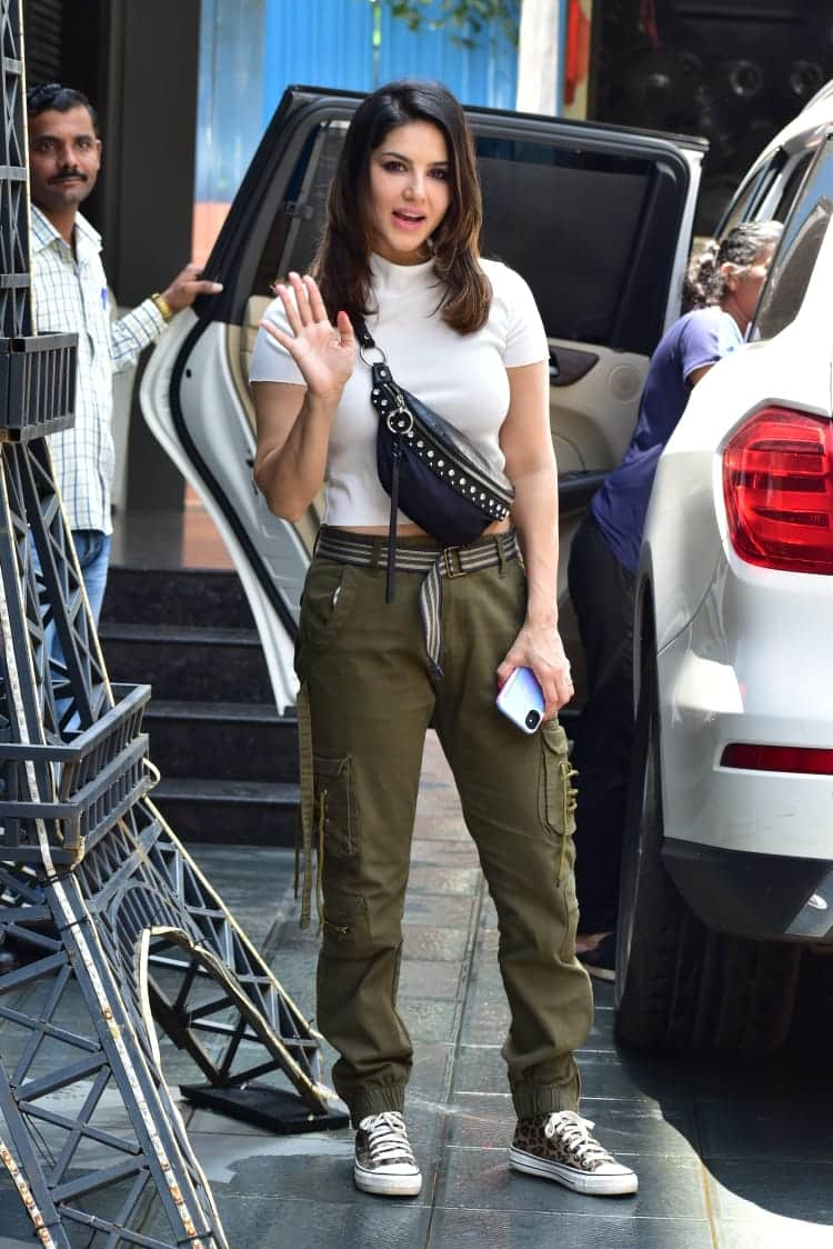 Sunny Leone's Off Duty Look Can Be Your Go To Casual Style