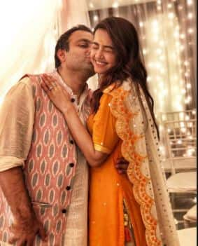 Hate Story Actress Surveen Chawla Is Expecting Her First Baby In Mid-April
