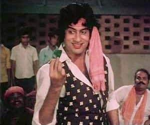 WHAT! Don's Iconic Song 'Khaike Paan Benaraswala' Was Added To Give People A Loo Break?