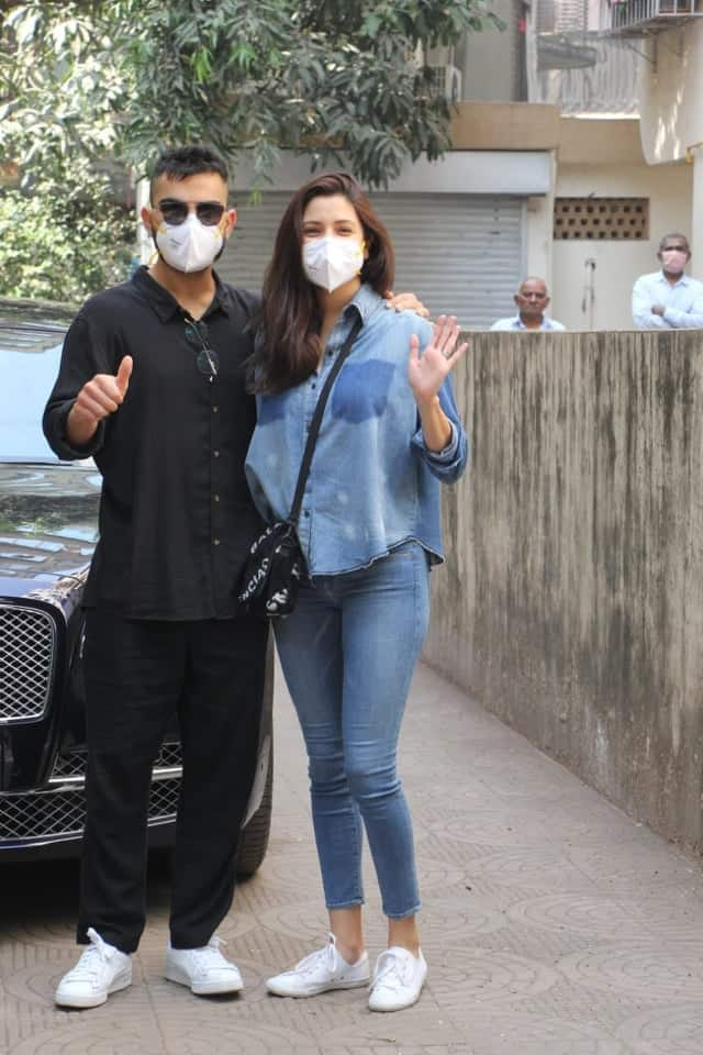Newest Celebrity Parents Anushka Sharma And Virat Kohli Get Clicked For The First Time After Welcoming Their Daughter