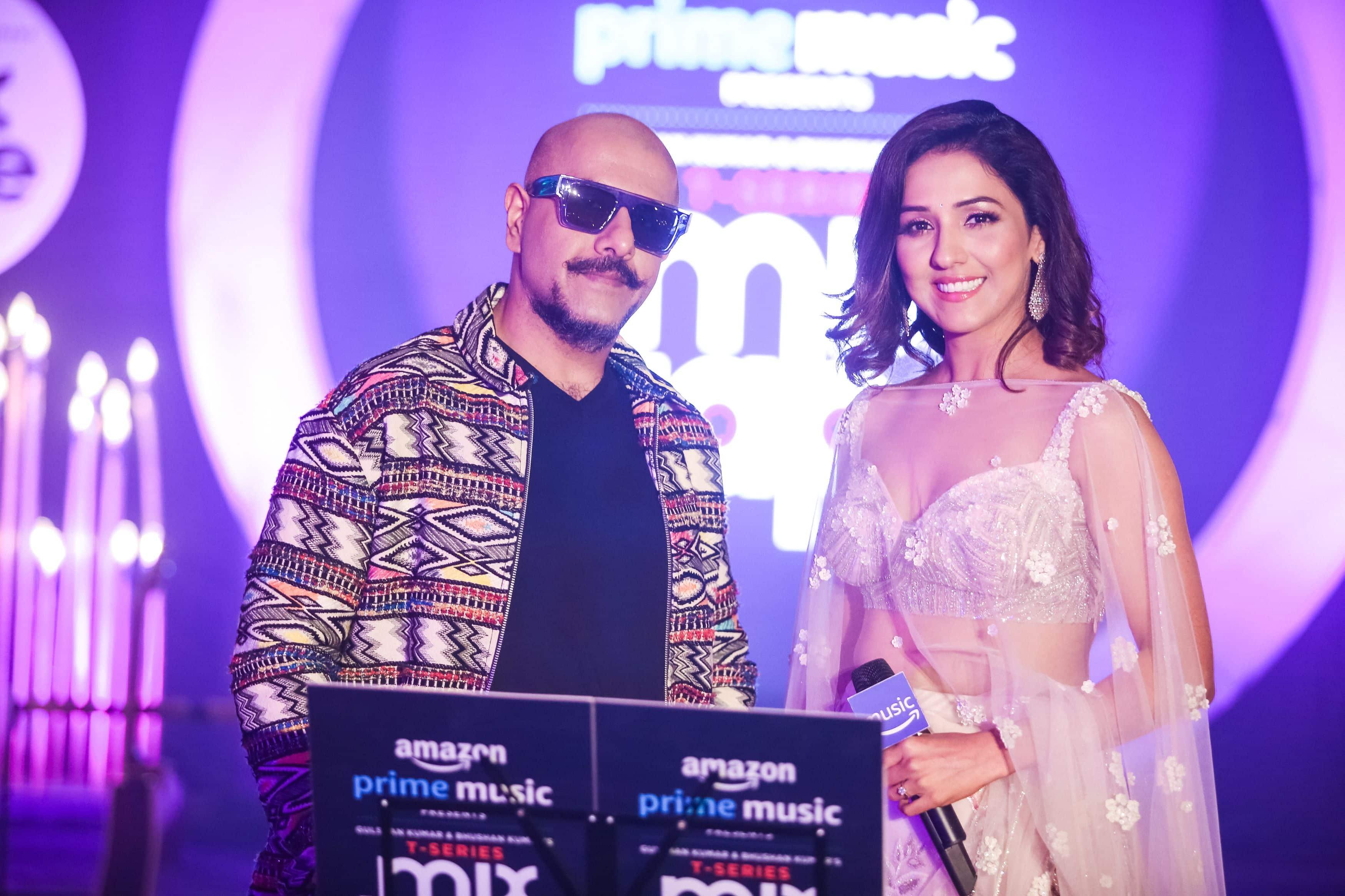 Singer Neeti Mohan And Vishal Dadlani Makes Us Reminisce Over 'Chand Chhupa' And 'Tumhe Apna Banane Ka Junoon' In Third Episode Of T-Series MixTape