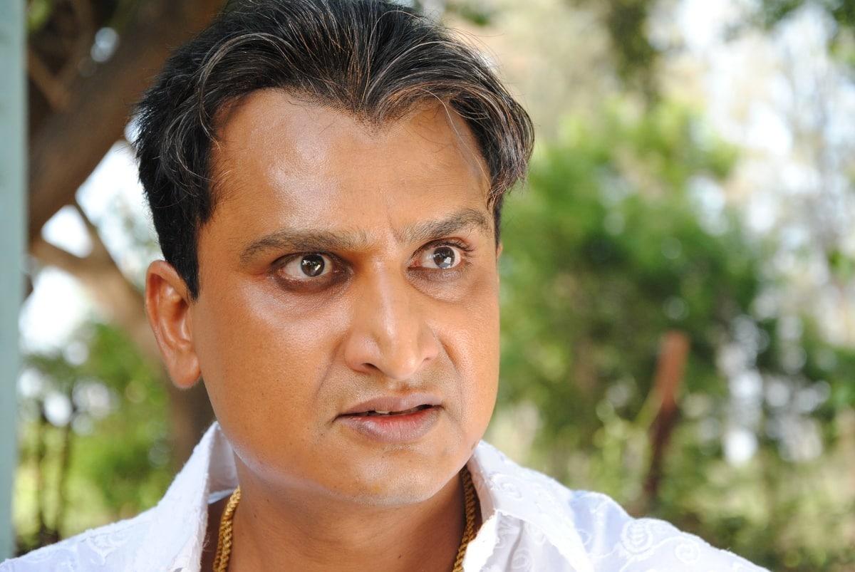 Hari hires a Bhojpuri villain