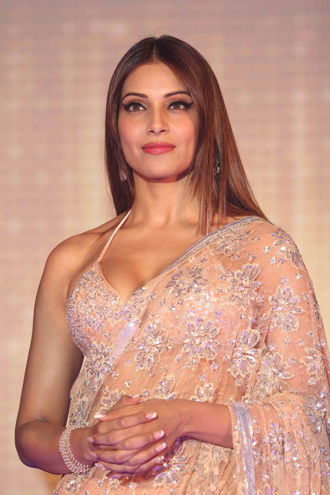 bipasha basu wishes to marry in bengali style - desimartini