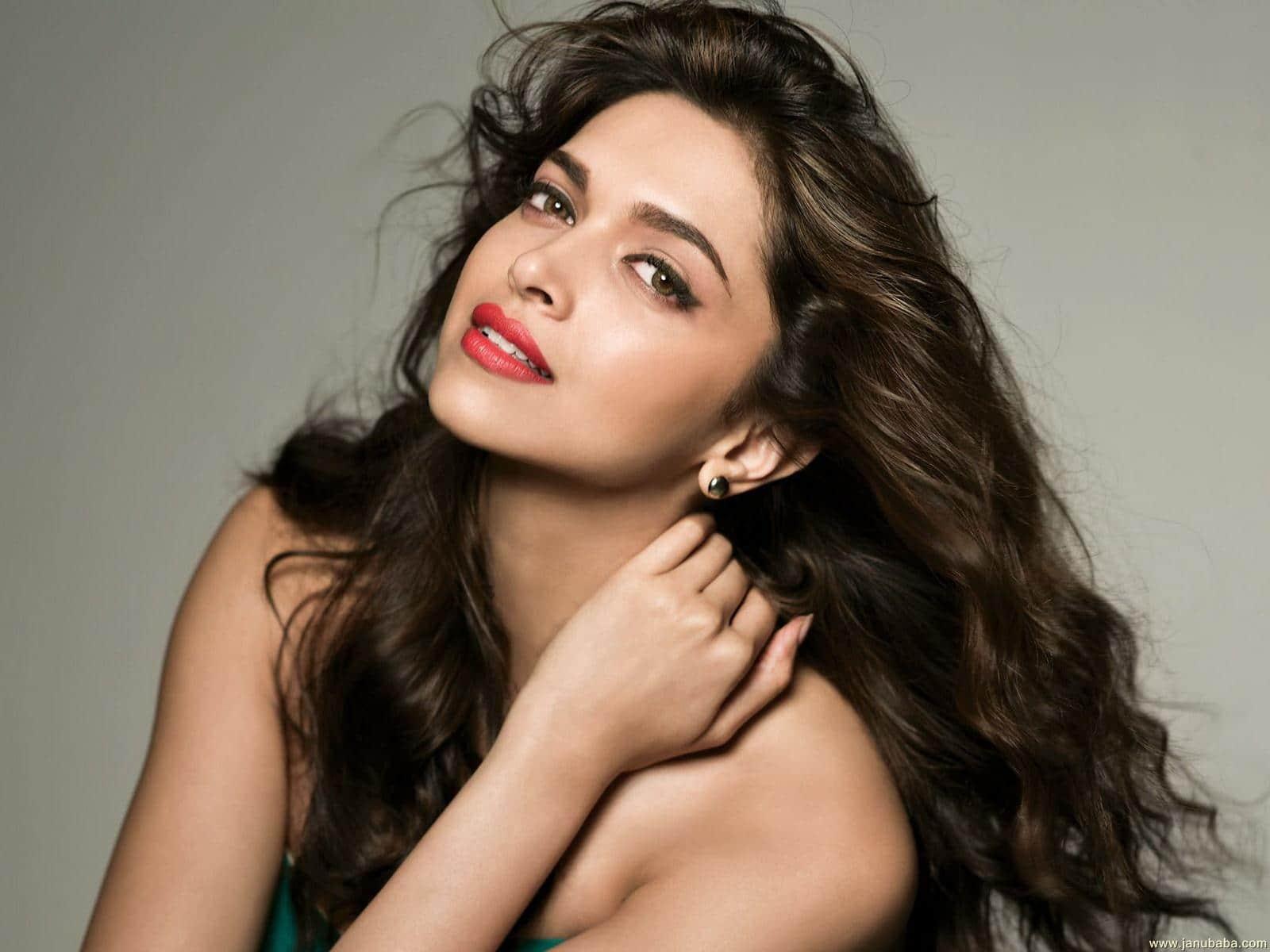 Deepika Padukone, Kareena Kapoor Khan in a brawl for Madhur Bhandarkar's next
