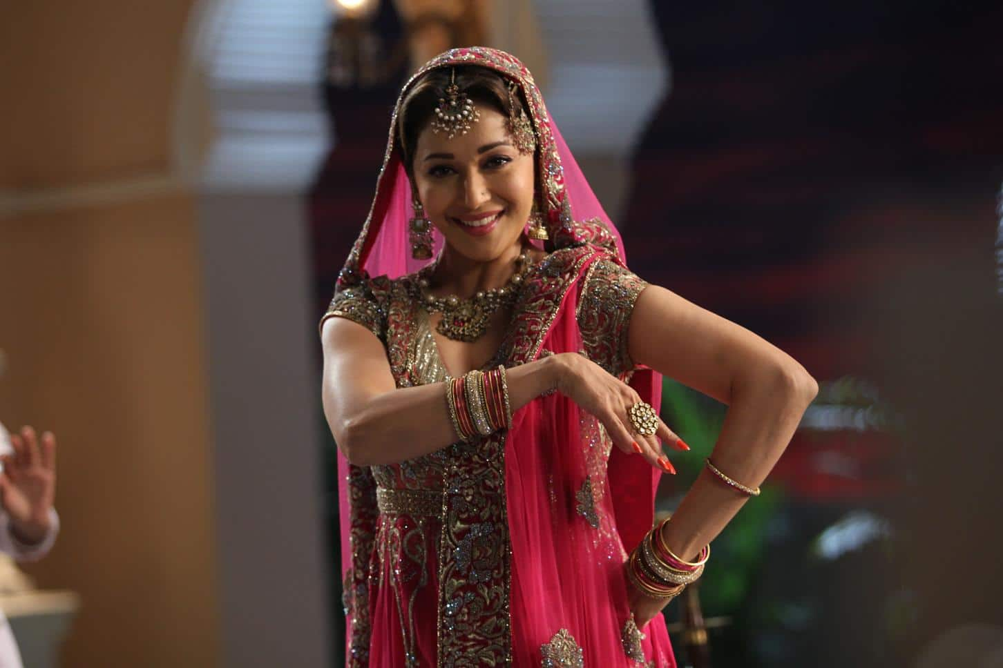 Madhuri Dixit taps steps on Dedh Ishqiya's first song Hamari Atariya Pe