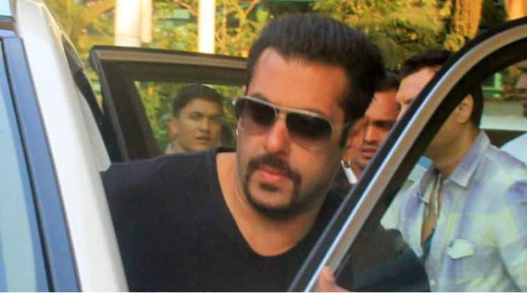 Salman Khan on his way to Arpita Khan's reception in Mandi