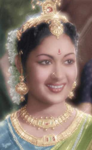 11 Reasons why Savitri was a cameraman's delight