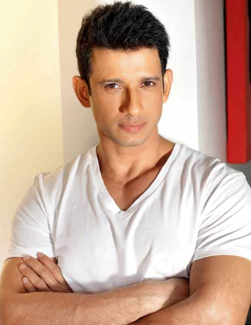 Sharman Joshi feels honoured to play army officer in his next