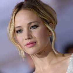Jennifer Lawrence Enters Red Carpet With Darren Aronofsky