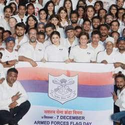 Shah Rukh Khan And Anushka Sharma Meet Soldiers During Armed Forces Week