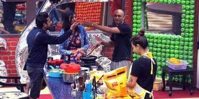 Bigg Boss 11 Nov 27: Hina Throws Food On The Ground; Puneesh Throws Slipper At Akash!