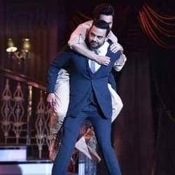 Varun Dhawan Hitches A Ride On Cyrus Sahukar's Back At HT India's Most Stylish!