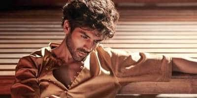 Kartik Aaryan Reveals He Continued To Live With 12 Flatmates Despite Doing 3 Films, Cropped Himself From Group Photos For Portfolio