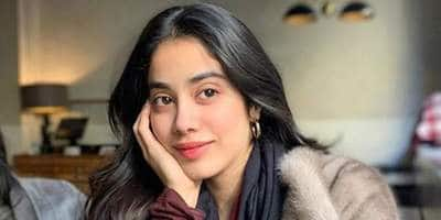 Internet Applauds Janhvi Kapoor's Kind Gesture As She Borrows Money From Her Driver To Help a Street Child