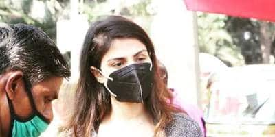 Rhea Chakraborty Buys Flowers Ahead Of Sushant Singh Rajput Birthday, Asks To Be Left Alone As Papps Click Away