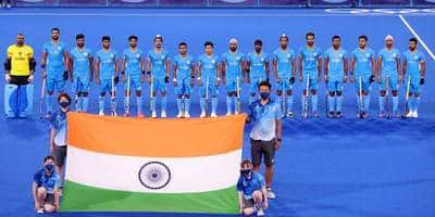 Shah Rukh, Akshay, Taapsee & other Bollywood celebs celebrate Indian hockey team's historic win at the Tokyo Olympics