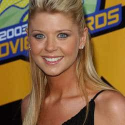 Tara Reid suffers from food poisoning